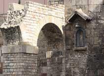 roman aqueduct, gothic quarter, barrio gotic barcelona