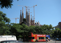 Sagrada Familia, Gaudi's Unfinished Church, Barcelona Tourist Bus
